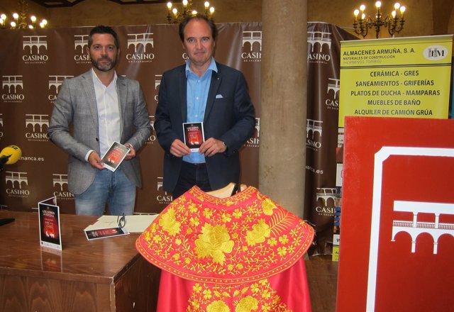 Julio López (izq) y Jesús Bustamante presentan 'Los Toros a Escena'