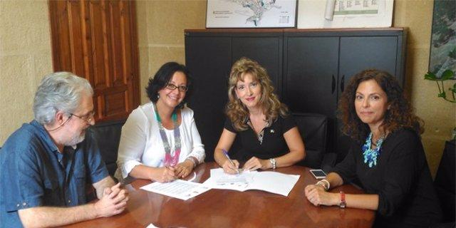 Firma del acuerdo entre UPTA Andalucía y el Imefe.