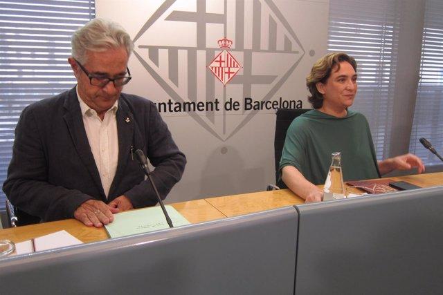 Concejal Josep Maria Montaner, alcaldesa de Barcelona Ada Colau