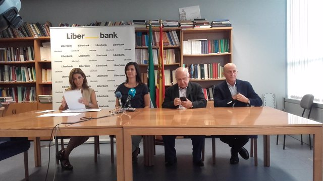 Firma del convenio Liberbank y MEIAC