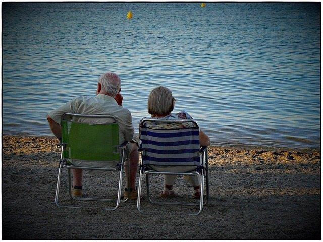 Ancianos en la playa