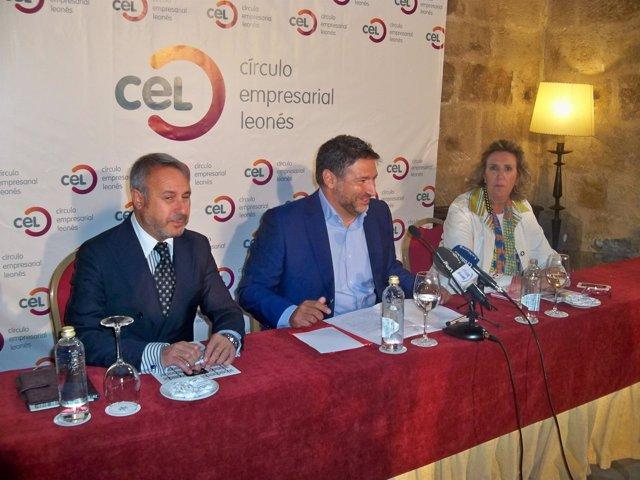 Julio césar Alvarez , presidente de CEL, en el medio.