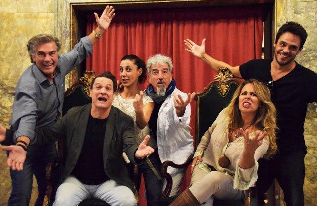 Parte del reparto de 'La Asamble de las Mujeres', este jueves en Zaragoza.