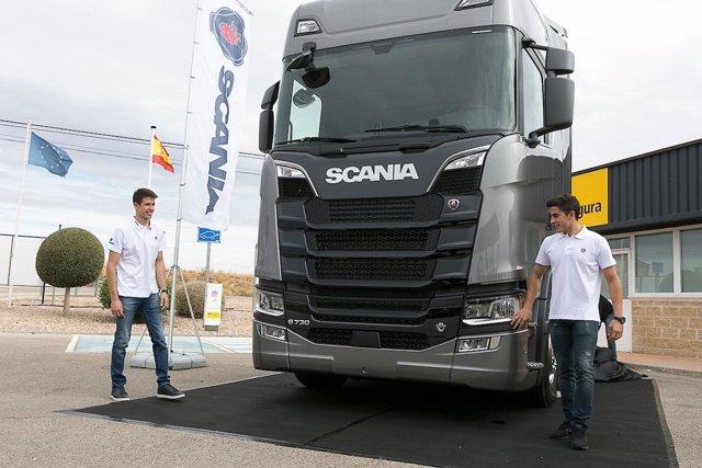 Marc Márquez y Álex Márquez conducen un camión Scania