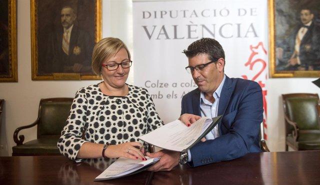 Rodríguez y Salvador, durante la firma del convenio