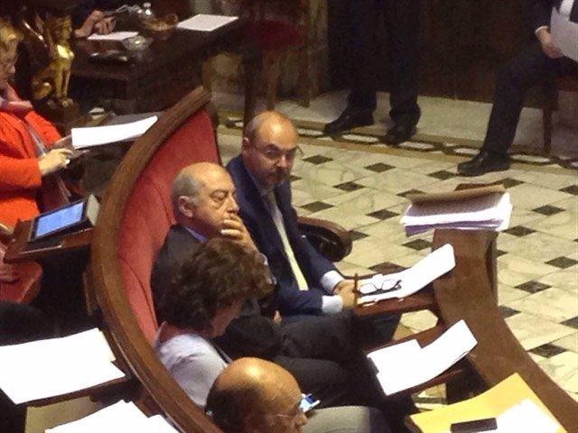 Monzó, Novo y otros concejales del PP, en un pleno del Ayuntamiento de Valencia