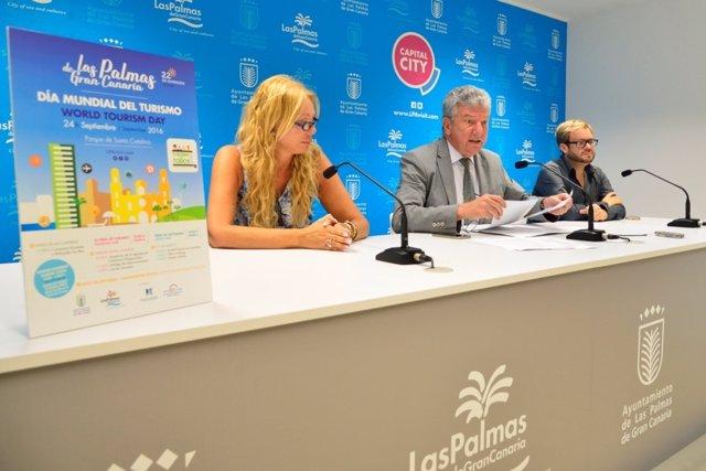 El edil de Turismo en Las Palmas de Gran Canaria  hoy durante la rueda de prensa