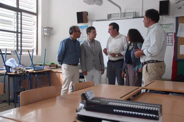 El PP visita un colegio en Valdelamusa que asegura está desmantelado