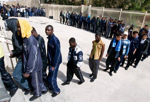Centro para inmigrantes y refugiados en Lampedusa