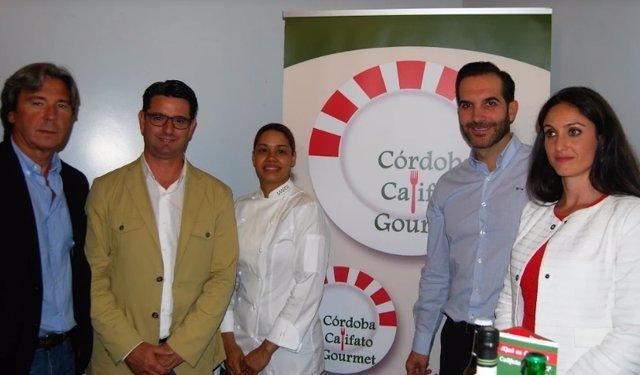 García (centro) y Gómez (dcha.), durante la presentación en Madrid