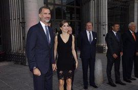 Los Reyes presiden la presentación de la nueva temporada del Teatro Real