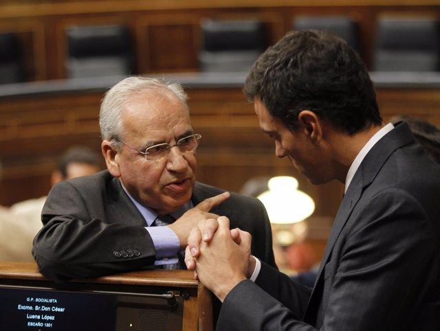Alfonso Guerra y Pedro Sánchez, en el hemiciclo
