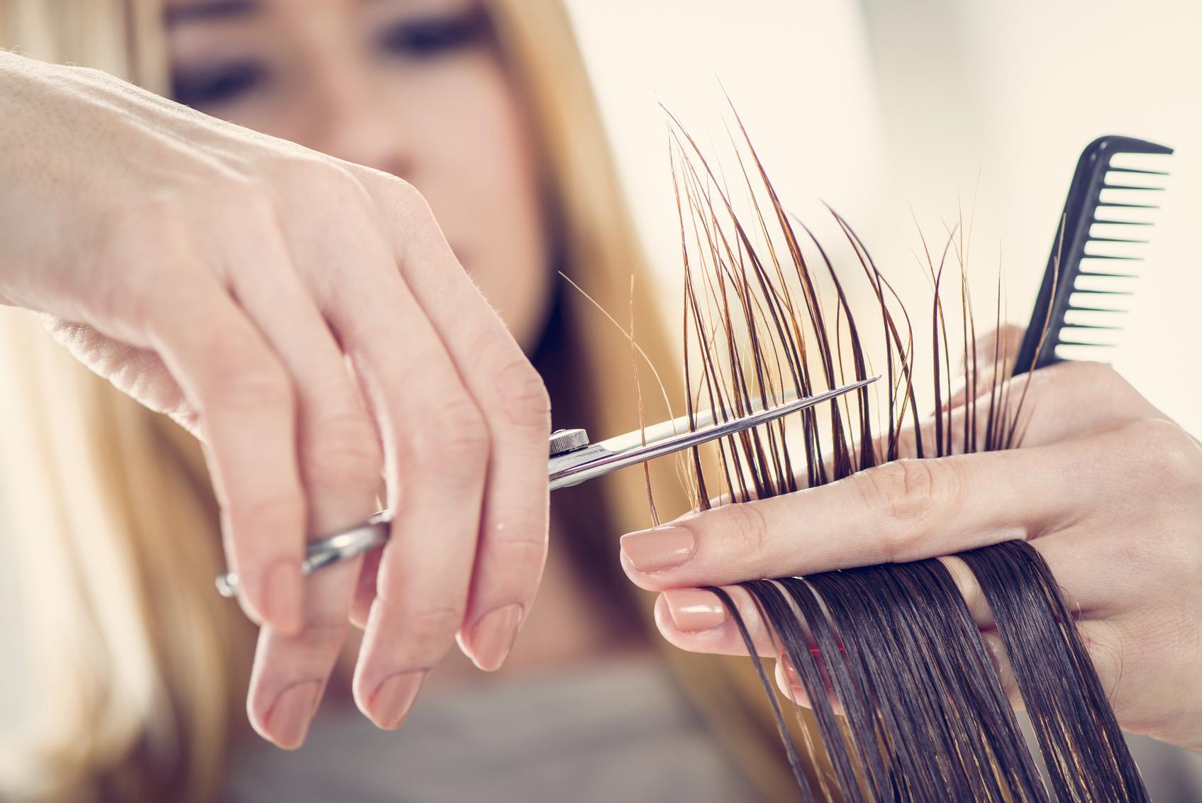 Cortar las puntas del pelo en otoño