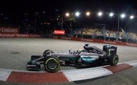 Rosberg firma la pole en Singapur; Sainz sexto y Alonso noveno