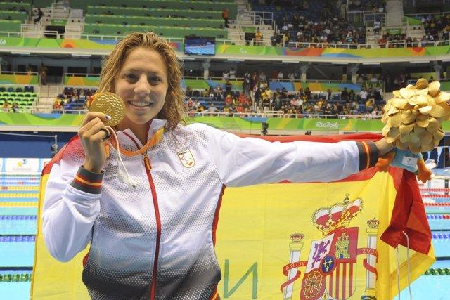 Nuria Marqués con su medalla de oro
