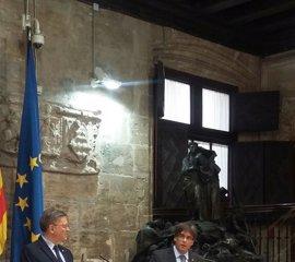 Generalitat valenciana y catalana acusan a Montoro de castigarles con la financiación y le exigen que convoque el CPFF