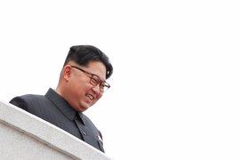 Kim Jong Un supervisa un ensayo con un nuevo motor para cohetes