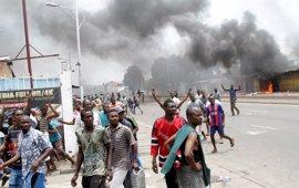 Dos muertos tras quemar hombres armados la sede de un partido opositor en Kinshasa