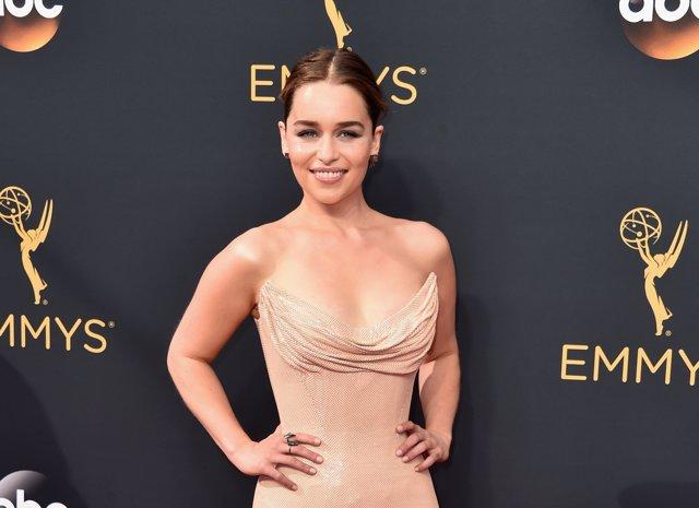 Emilia Clarke en los Premios Emmy 2016