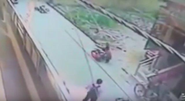 Un hombre apuñala a una mujer en India