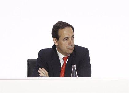 """Gortázar (Caixabank) defiende como la """"mejor solución"""" la OPA sobre el portugués BPI"""