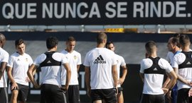El Valencia busca estrenarse ante el Alavés con Voro en el banquillo
