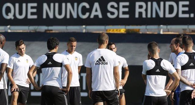 El Valencia se enfrenta al Alavés con Voro en el banquillo