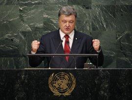 Poroshenko acusa a Rusia de coordinar, financiar y patrocinar a los grupos terroristas en el este de Ucrania