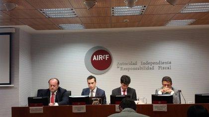 La AIReF advierte de que la deuda pública no bajará del 60% del PIB hasta 2036