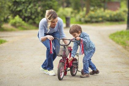 Aprender a montar en bicicleta: 5 pasos para enseñar a los niños