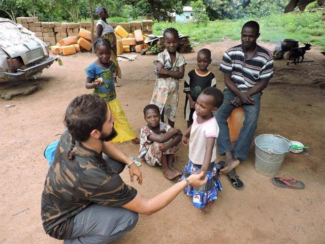 Estudiantes de la UVA en el proycto de cooperación en Benín