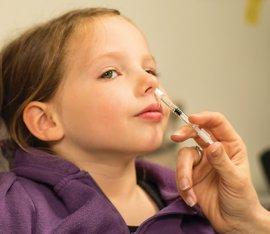 Ya es posible vacunar de la gripe a los niños por la nariz