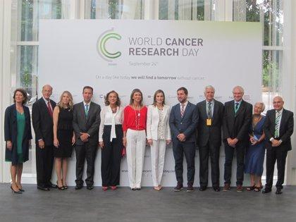 La Reina reclama más medios para avanzar en la investigación del cáncer