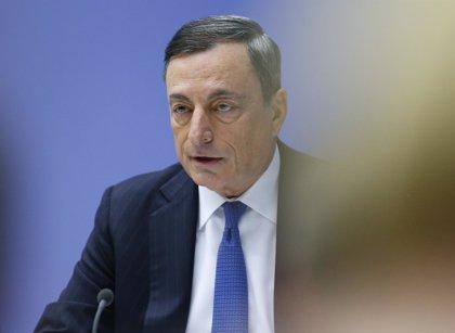 Draghi señala que el exceso de bancos en Europa merma su rentabilidad