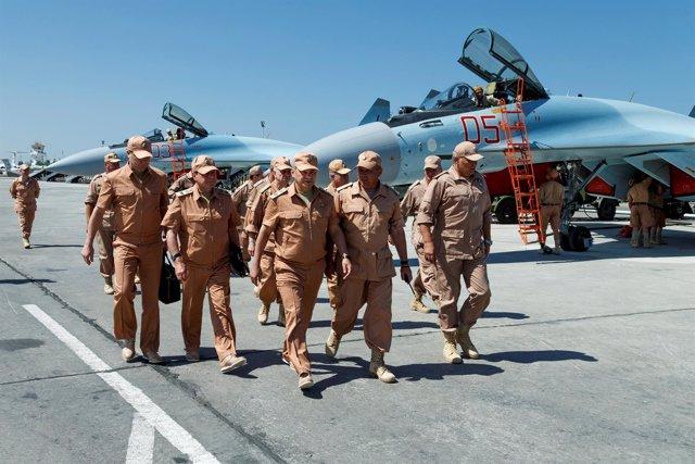 El ministro de Defensa ruso visita una base militar en Siria