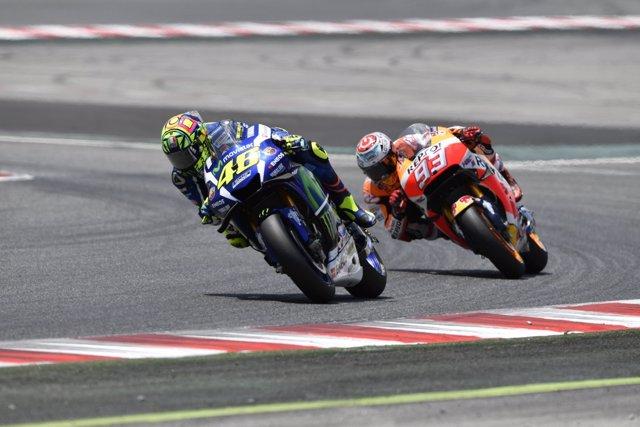 Valentino Rossi y Marc Márquez durante el GP de Catalunya