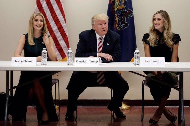 Ivanka Trump, Donald Trump y Lara Trump.