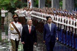Abe se reúne con Raúl y Fidel Castro durante su histórica visita a Cuba