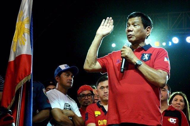 Rodrigo Duterte en un acto de campaña antes de ser elegido presidente