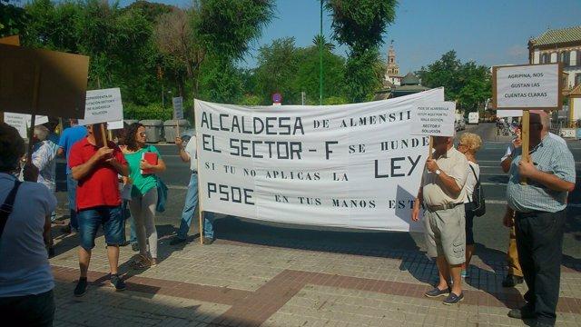 Protesta de afectados del conflicto del Sector F de Almensilla