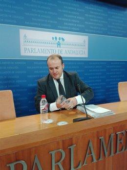 Julio Díaz, ante los medios