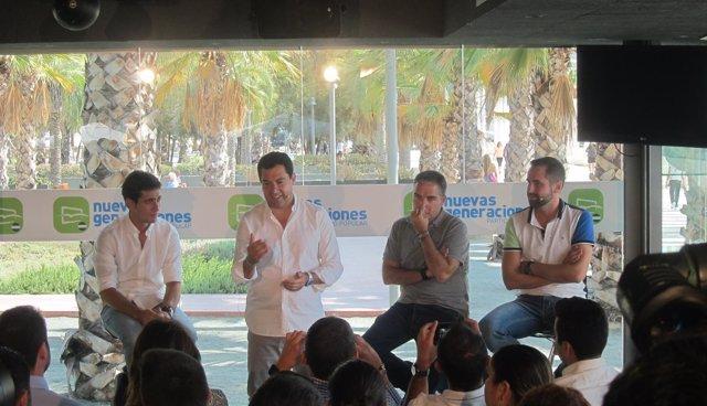 Juanma Moreno en una acto de NNGG en Málaga