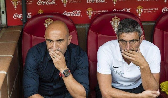 Abelardo en el banquillo del Real Sporting de Gijón
