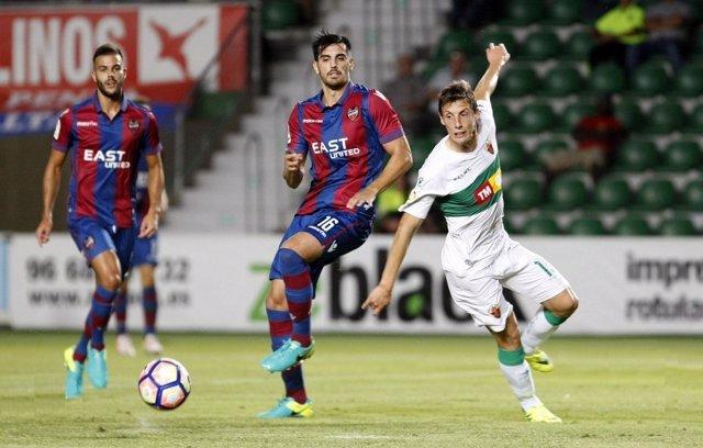 El Levante se mantiene líder de la Segunda División tras vencer al Elche