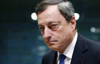 """Draghi afirma que el BCE mantendrá sus """"sustanciales"""" estímulos para impulsar la inflación"""