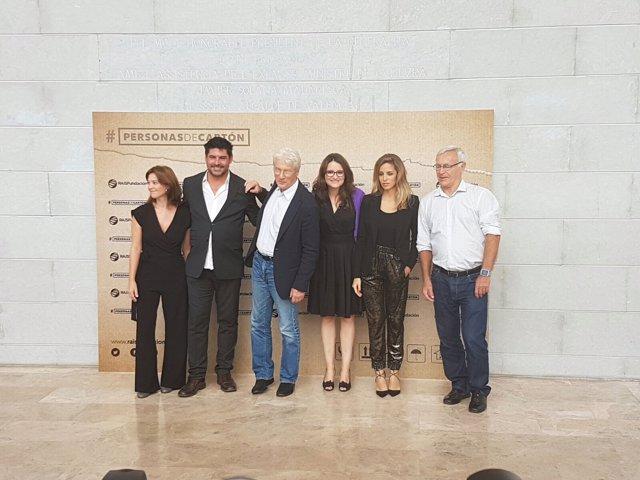 Richard Gere junto a Mónica Oltra, entre otros, este lunes en Valencia