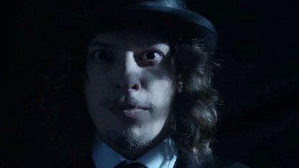 Mad Hatter hipnotiza Gotham por primera vez en la nueva promo de la 3ª temporada