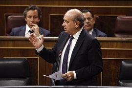 Aplausos burlescos a Fernández Díaz tras el debate sobre su comisión de investigación