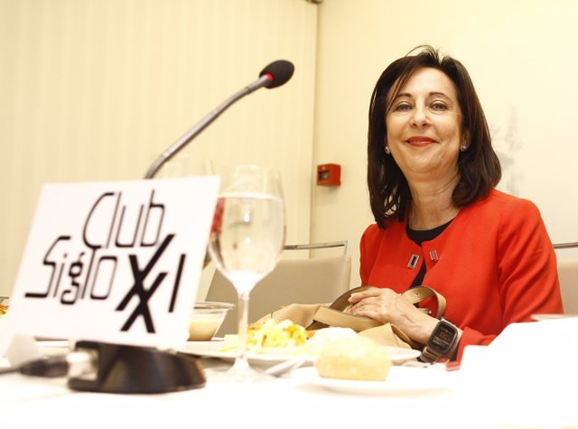 Margarita Robles en el cooquio del Club Siglo XXI