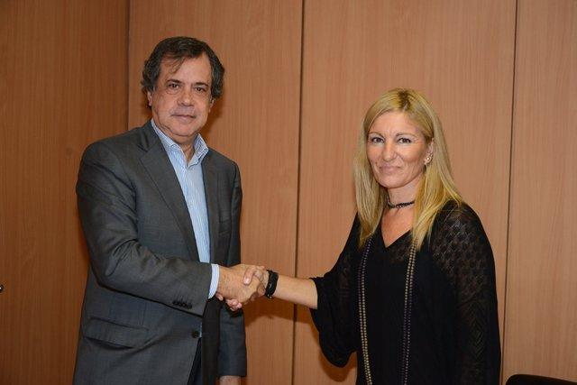 El director territorial de Sorea, R.Albareda y la alcaldesa de Rubí, A.M.Mtínez